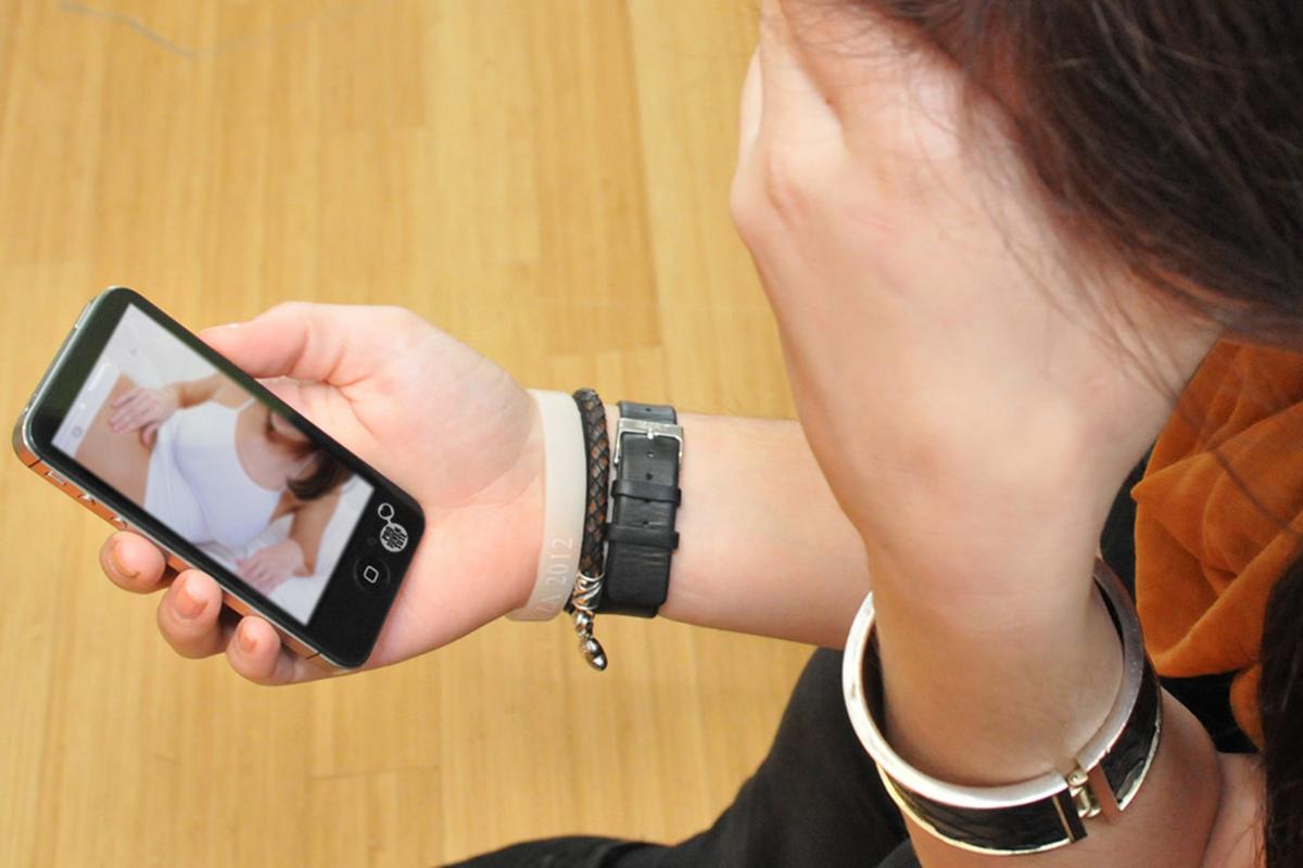 La cyber-reputation se traduit différemment pour les filles et les garçons. pro-juventute/Flickr, CC BY-NC-SA