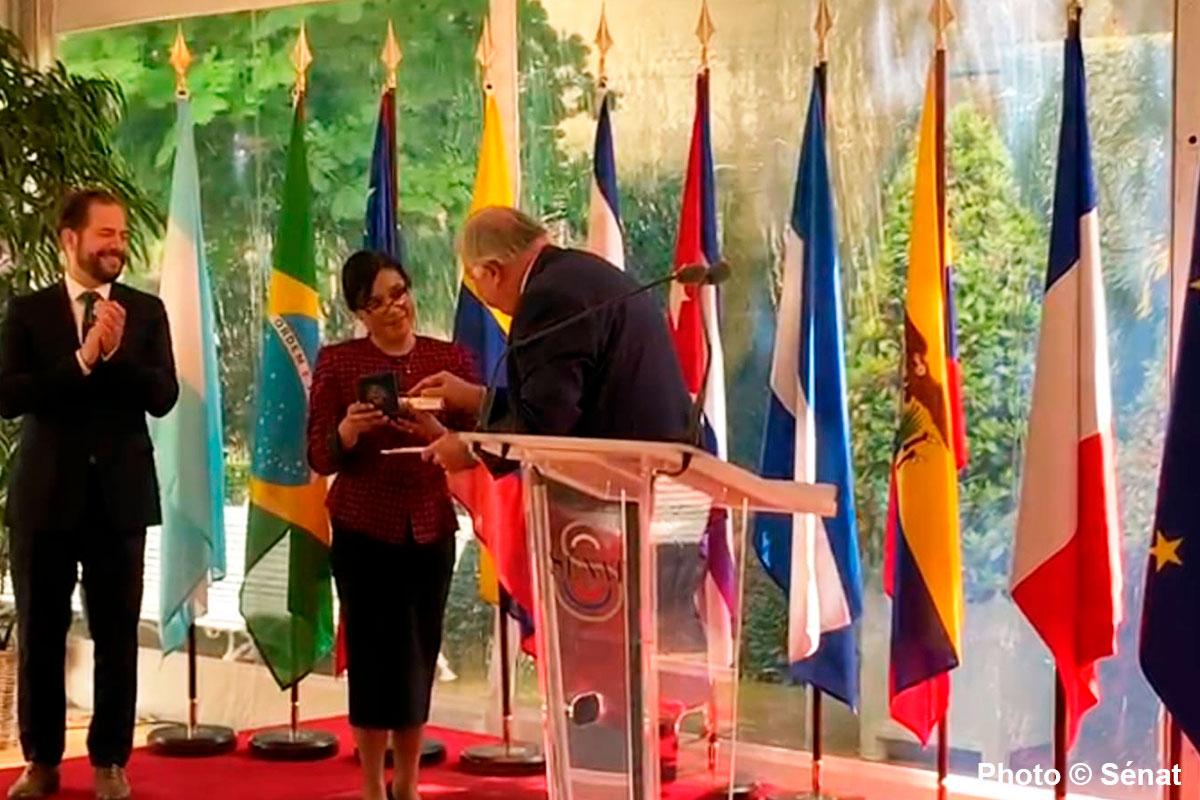 Dulce Papy-Garcia reçoit la médaille du Sénat