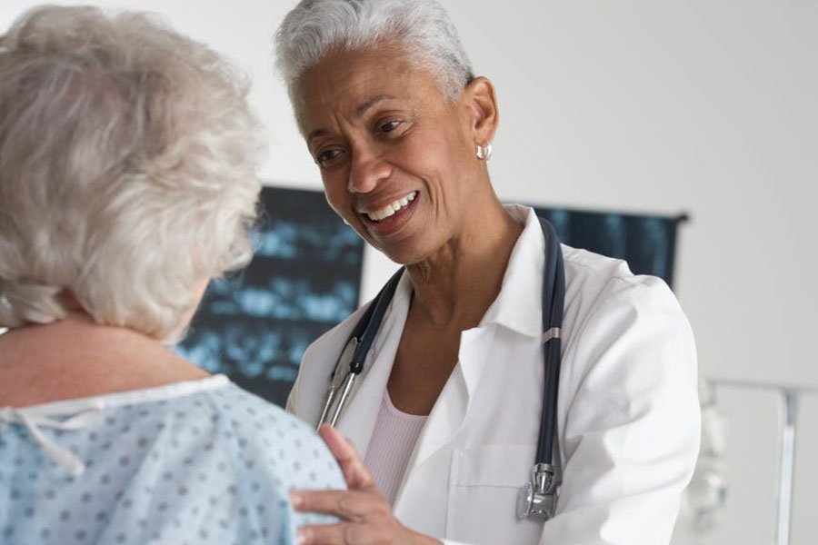 L'exercice de la médecine narrative permet au patient de mettre des mots sur sa maladie et de lui donner un sens. Shutterstock