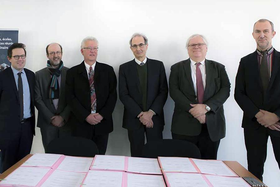 SIGNATURE DE LA CONVENTION QUINQUENNALE DE SITE ENTRE LA COMUE UNIVERSITÉ PARIS-EST, LE CNRS, L'UPEM, L'UPEC, L'ÉCOLE DES PONTS PARISTECH ET ESIEE PARIS