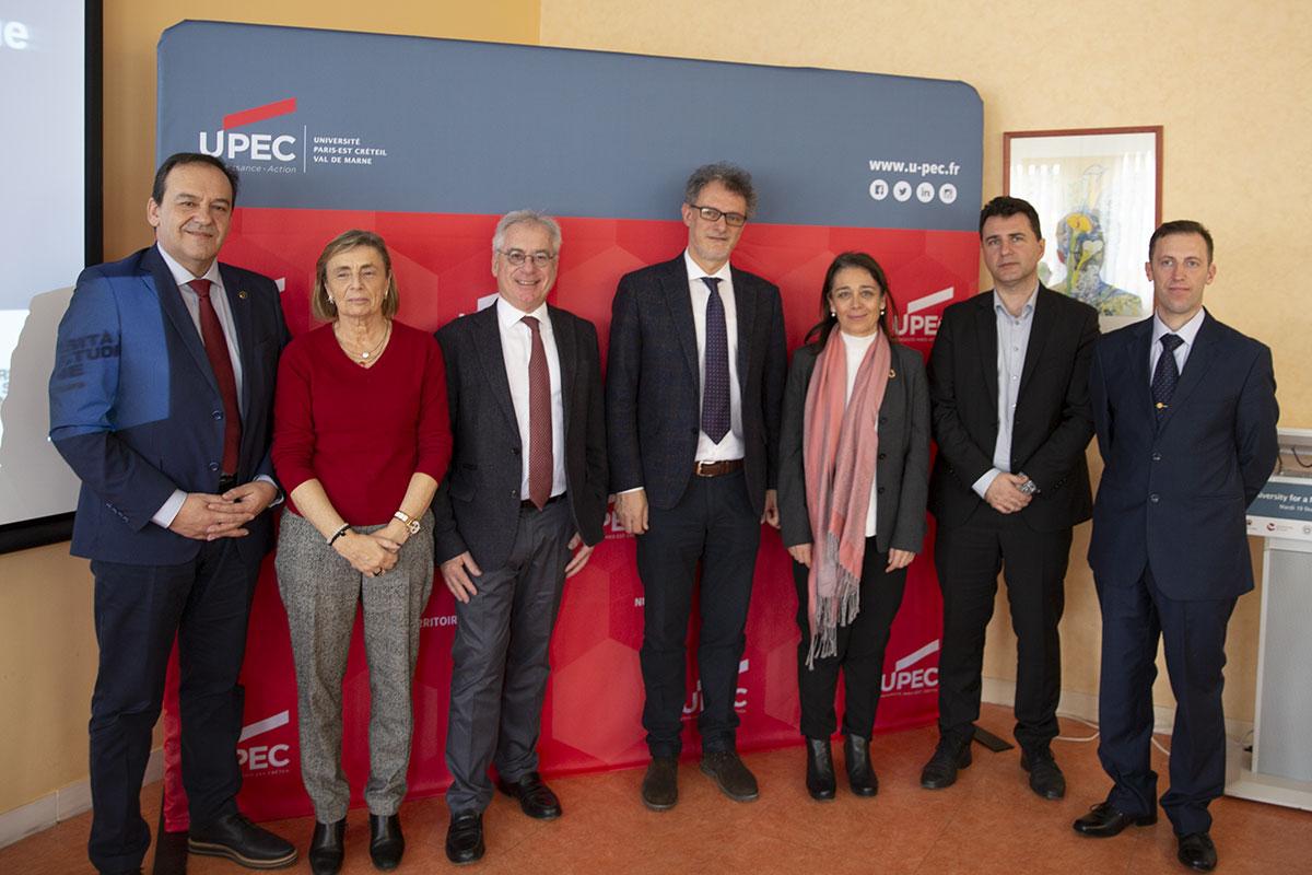 Photo signature Alliance d'universités européennes UNES