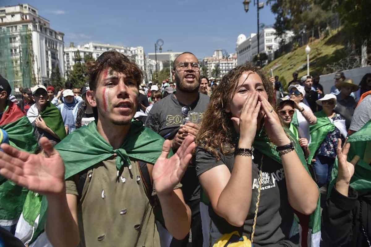 En Algérie, la voie étroite de la « révolution de velours »